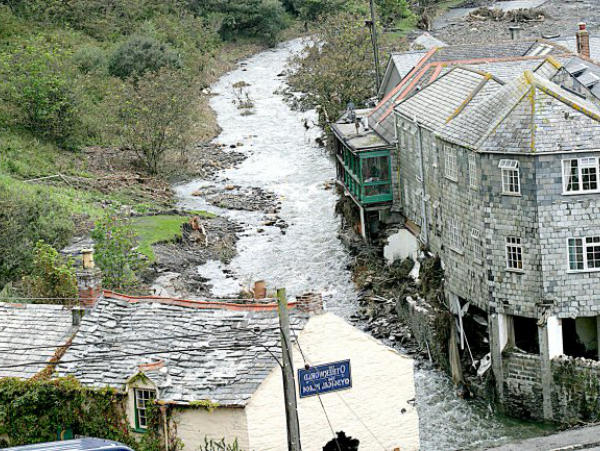 boscastle flood 2004 Boscastle flooded again, although not nearly as badly as the 2004 floods after an afternoon of intense localised rainfall, and a week of steady rain everyday, a small flood happened on 21 june 2007 30 mm fell on the area in one hour.