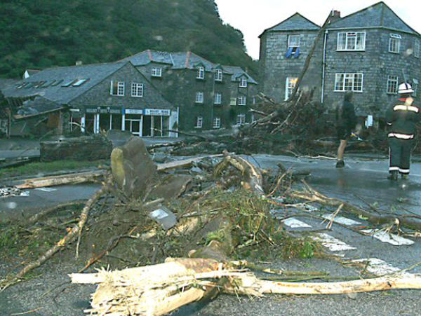 boscastle flood 2004 Summary notes on causes, effects and future management of a flood in an medc boscastle.