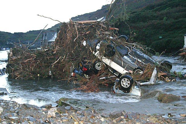 boscastle flood 2004 Boscastle floods main article: boscastle flood of 2004 flood of 2004 a flash flood on 16 august 2004 caused extensive damage to the village residents were trapped in houses as the roads turned into rivers: people were trapped on roofs, in cars, in buildings and on the river's banks and the village's visitor centre was washed away two royal.